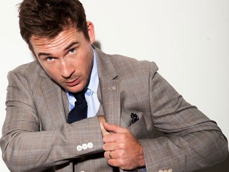 Who Is Barry Sloane's Wife? His Family Life & Net Worth